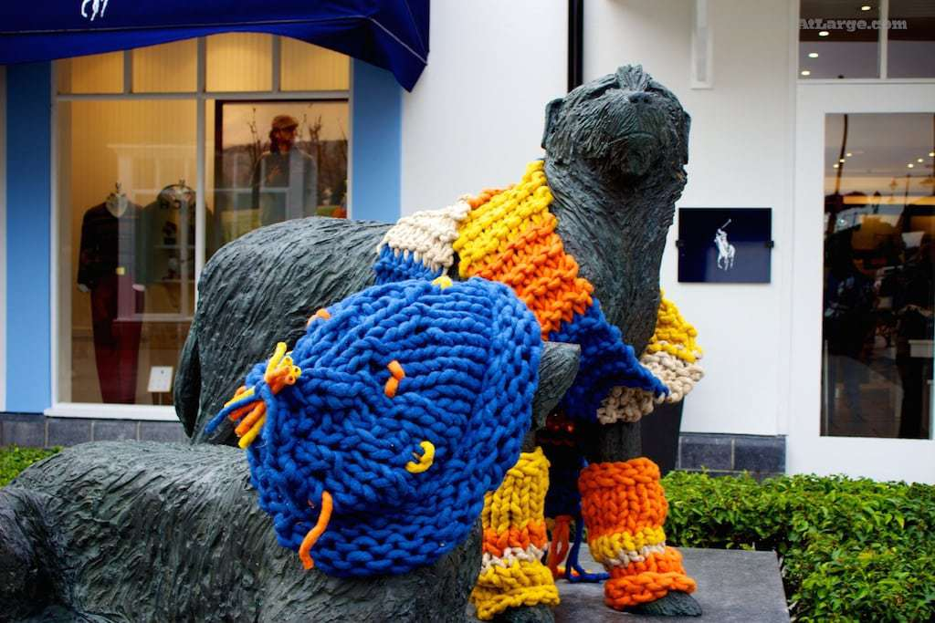 Yarnbombing Kildare Village dog kitteh