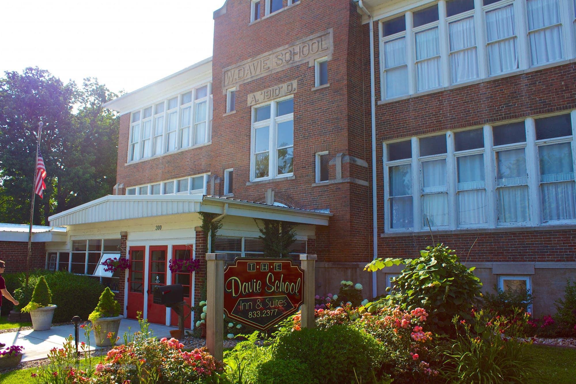 Davie School Inn Illinois Bed and Breakfast